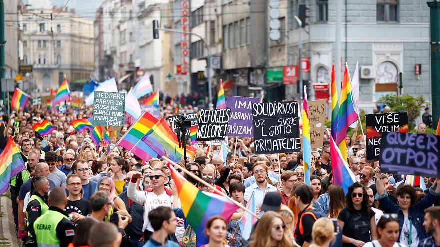 برگزاری اولین راهپیمایی افتخار دگرباشان جنسی در بوسنی و حضور پررنگ پلیس برای محافظت از شرکتکنندگان