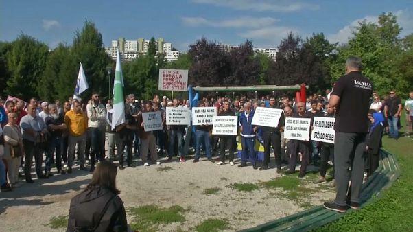 شاهد: المسلمون في البوسنة يحتجون ضد تنظيم أول مسيرة للمثليين في سراييفو