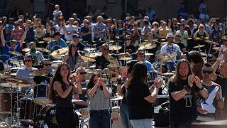 500 musiciens sur une scène géante et une passion : le rock