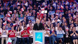 Vor der Wahl: Polens Regierung verspricht 700 Euro Mindestlohn