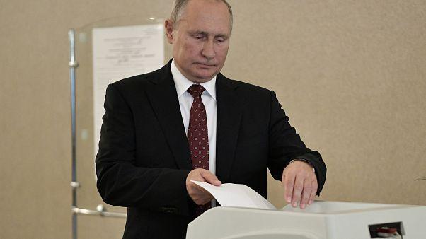 После лета протестов россияне голосуют на региональных выборах