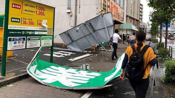 Tokyo'yu vuran son yılların en şiddetli tayfunu bir can aldı; 1 milyon evin elektriği kesildi