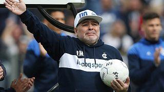 Emoción en el fútbol argentino ante el enésimo regreso de Maradona, en su versión entrenador