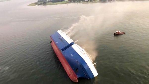 Négy matróz tűnt el a teherhajó balesetében