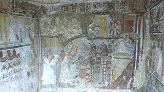 Novas sepulturas milenares reveladas em Luxor