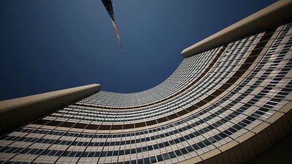 من أمام مقر الوكالة الدولية للطاقة الذرية في فيينا