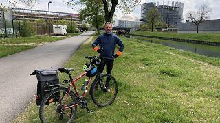 Kerékpáron a két Európai Parlament között