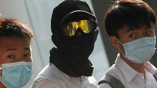 شاهد: آلاف الطلاب يشكلون سلاسل بشرية في هونغ كونغ تضامناً مع المحتجين