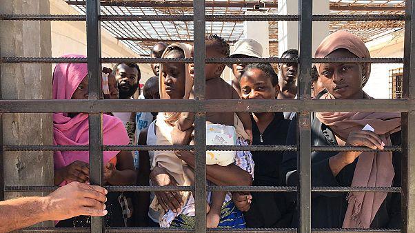 Migrantes en el centro de Khoms