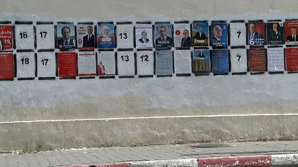 Mulheres na Tunísia sentem-se excluídas da política