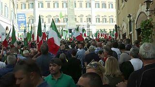 Roma, la piazza sovranista riunita fuori da Montecitorio