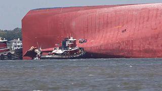 ABD'de alabora olan yük gemisinde mahsur kalan 4 denizci kurtarıldı