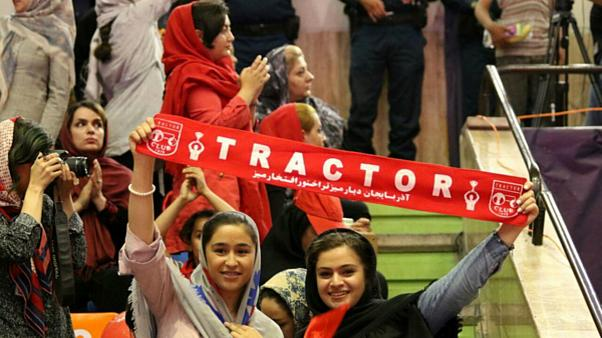 İran'da kadınlara stadyum yasağını protesto edip kendini yakan genç kız yaşama veda etti