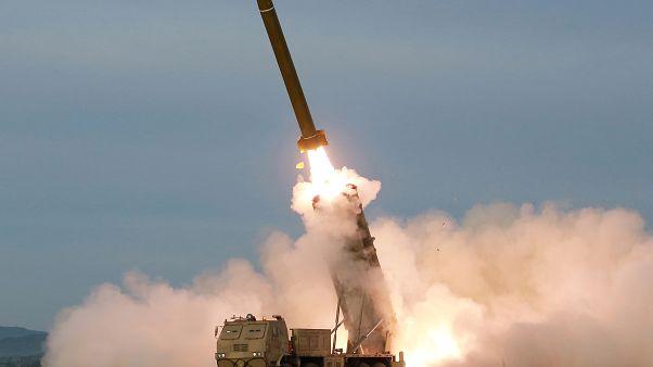 کره شمالی همزمان با اعلام آمادگی دوباره برای مذاکره با آمریکا دو موشک کوتاه-بُرد جدید را شلیک کرد