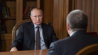 الرئيس الروسي فلاديمير بوتين (يسار) في مقر الرئاسة الروسية بالكرملين