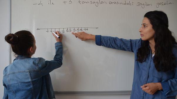 Türkiye,  OECD'de, her bir öğrenci için eğitim kurumlarına en az para harcayan 3. ülke