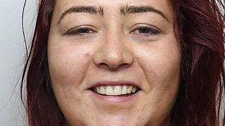 İngiltere'de Müslüman kadınlara saldırıp başörtüsünü yırtan kadına 20 ay hapis cezası