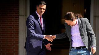 El presidente del Gobierno español, Pedro Sánchez y el líder de Unidas Podemos Pablo Iglesias en el Palacio de la Moncloa, el 7 de mayo de 2019.