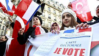 Temsili fotoğraf: Fransız Senatosu önünde eylem yapan Türkler