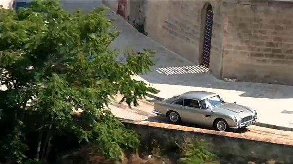 """شاهد: تصوير مطاردة مثير لأحدث فيلم من سلسلة """"جيمس بوند"""" في إيطاليا"""