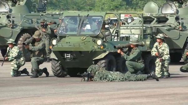 Venezuela: schierato esercito al confine con la Colombia