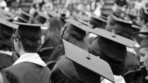 بريطانيا تقرر تمديد تأشيرات عمل خريجي جامعاتها من الأجانب لعامين
