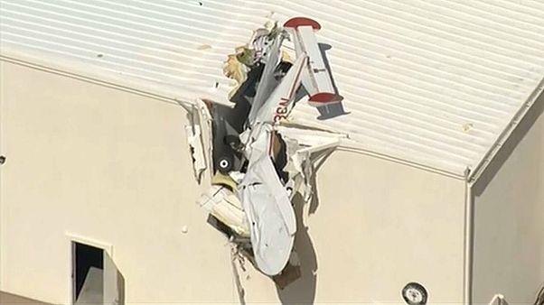 Avioneta embate contra edifício no Arizona