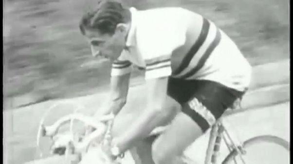 Fausto Coppi in maglia iridata.