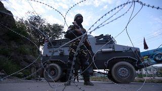 Hindistan Cammu Keşmir'de kısıtlamaları azalttı