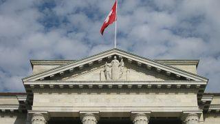 لأول مرة ...سويسرا تسحب جنسية مواطن بعد إدانته بالانتماء لمنظمة إرهابية