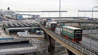 Des poids lourds dans le port de Douvres dans le nord de l'Angleterre, le 7 janvier 2019