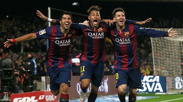 ميسي (يمين) ونيمار (وسط) ولويس سواريز (يسار) بقميص برشلونة
