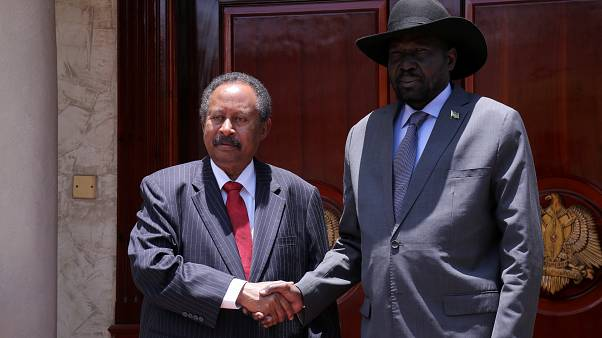 رئيس الوزراء السوداني عبد الله حمدوك ورئيس جنوب السودان سلفا كير ميارديت خلال لقائهما في جوبا