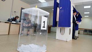 مداهمات واعتقالات واسعة في روسيا عقب الإنتخابات والمعارضة تصف الوضع بالهستيري