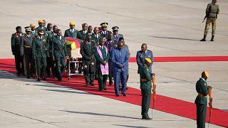 بدء مراسم تكريم موغابي بعد انتهاء الخلاف بين الحكومة وعائلته حول مكان دفنه