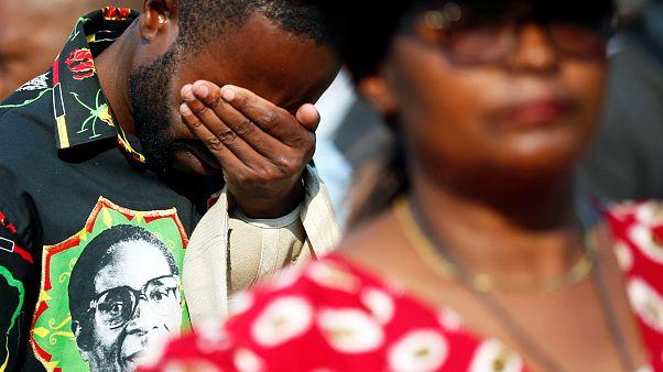 Zimbabve'yi 37 yıl yöneten Mugabe için stadyumda düzenlenen cenaze töreninde izdiham yaşandı