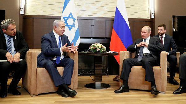 الرئيس الروسي فلاديمير بوتين رفقة رئيس الوزراء الإسرائيلي نتنياهو في روسيا