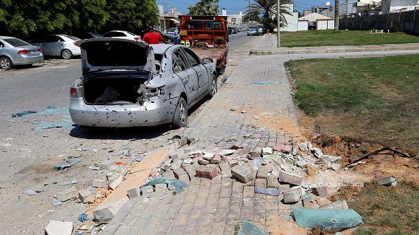 صورة لأثار صاروخ ضرب منتزه محطة مطار ميتيجا في طرابلس