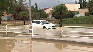 Ketten haltak meg a spanyolországi áradásokban