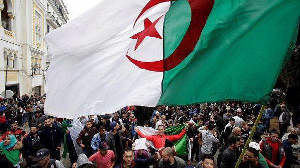 """الحبس المؤقت للمعارض الجزائري كريم طابو  بتهمة """"إضعاف معنويات الجيش"""""""