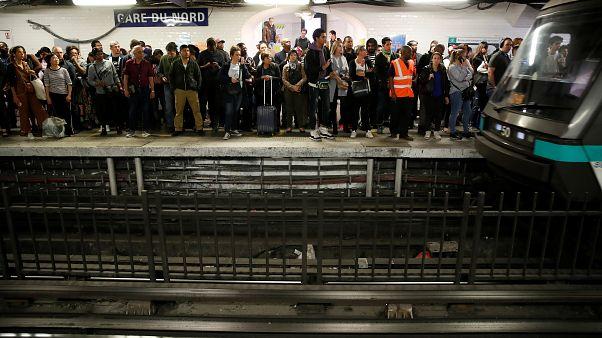 Fransa: Yeni emeklilik reformuna karşı toplu ulaşım grevi Paris'i felç etti