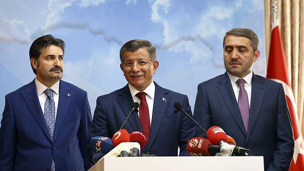 Ahmet Davutoğlu AK Parti üyeliğinden istifa etti