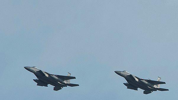 İki paraşütçü Amerikan F-15 uçaklarıyla burun buruna geldi