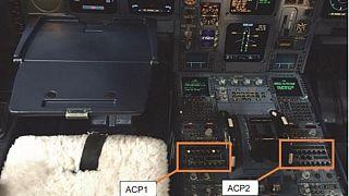 Ejemplo de la ubicación de los paneles de control de audio que fallaron después del derrame de café