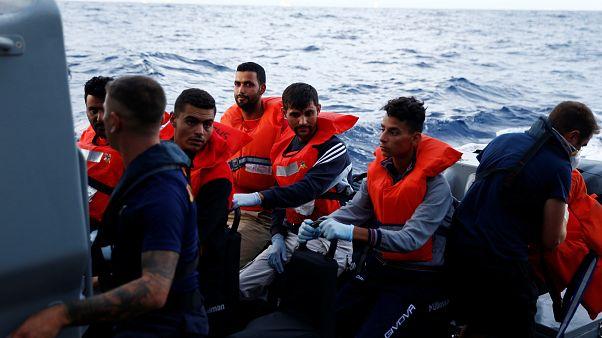 Európai Bizottság: nem bűncselekmény az embermentés a Földközi-tengeren