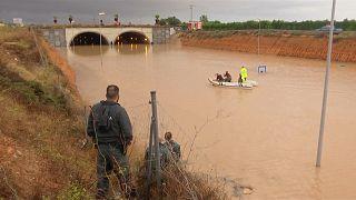İspanya'yı sel vurdu, kurtarma faaliyetleri zor şartlarda sürüyor
