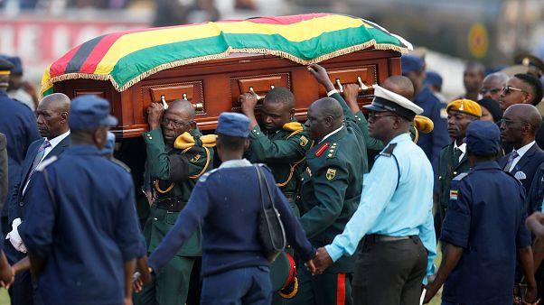 عائلة موغابي تتخلى عن قرار دفنه بقريته وتلبي طلب الحكومة بدفنه في مقبرة الأبطال