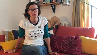 Francia abre la puerta a la reproducción asistida para lesbianas y solteras