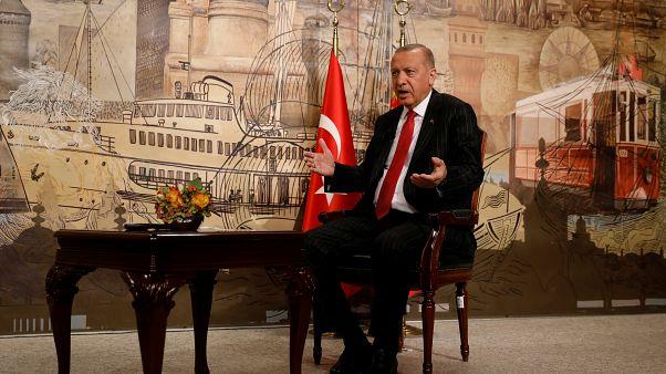Επιμένει ο Ερντογάν ότι θα ανοίξει τα σύνορα για τους μετανάστες