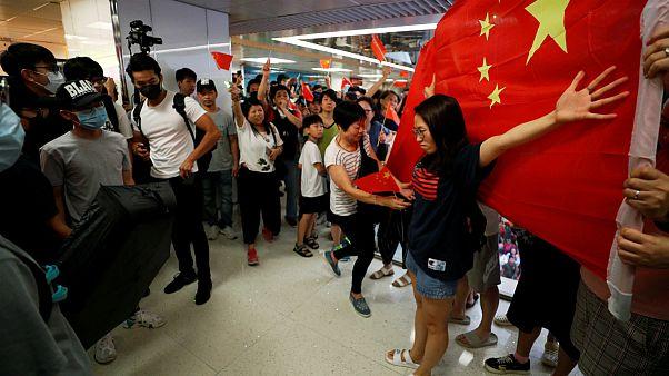 مداخله پلیس هنگکنگ برای جلوگیری از درگیری حامیان و منتقدان پکن